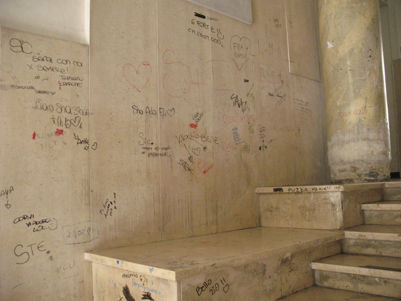 Imperia il liceo classico dice basta alle scritte sui - Scritte muri casa ...