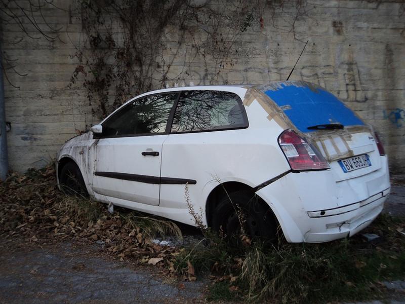 Auto Abbandonate Parcheggio Villa Borghese